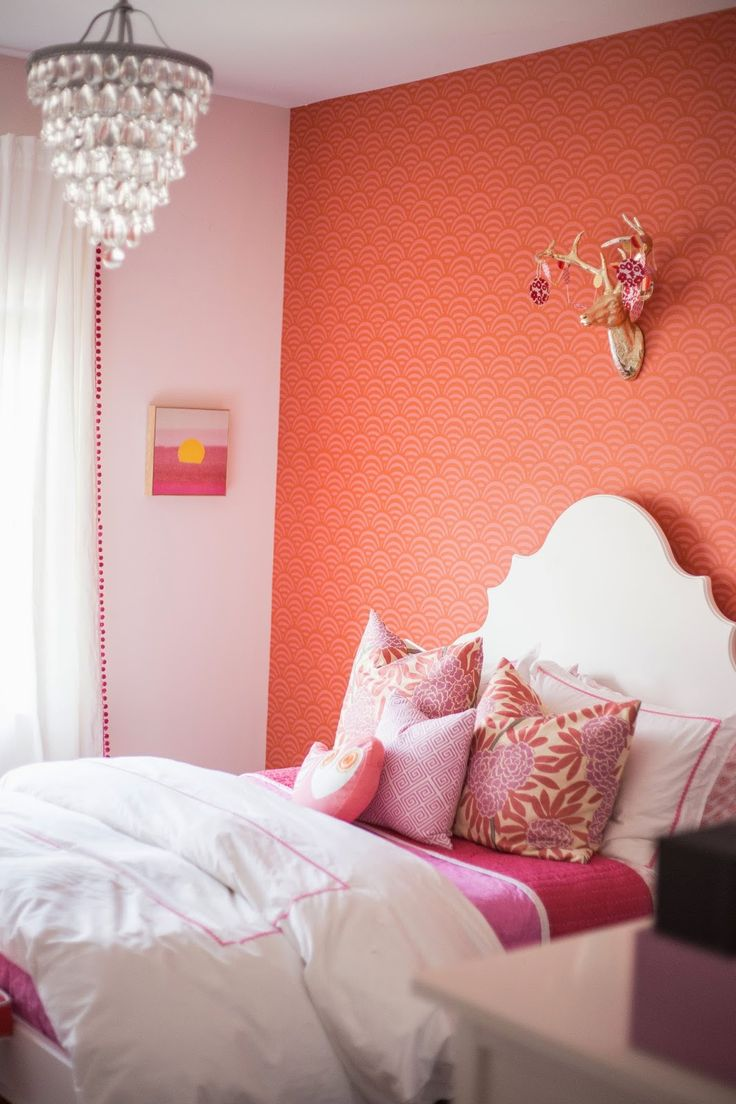 Tween Bedroom Ideas Coral Lamu Wallpaper, Starburst Sheet Set, and Strawberry Cabin Quilt