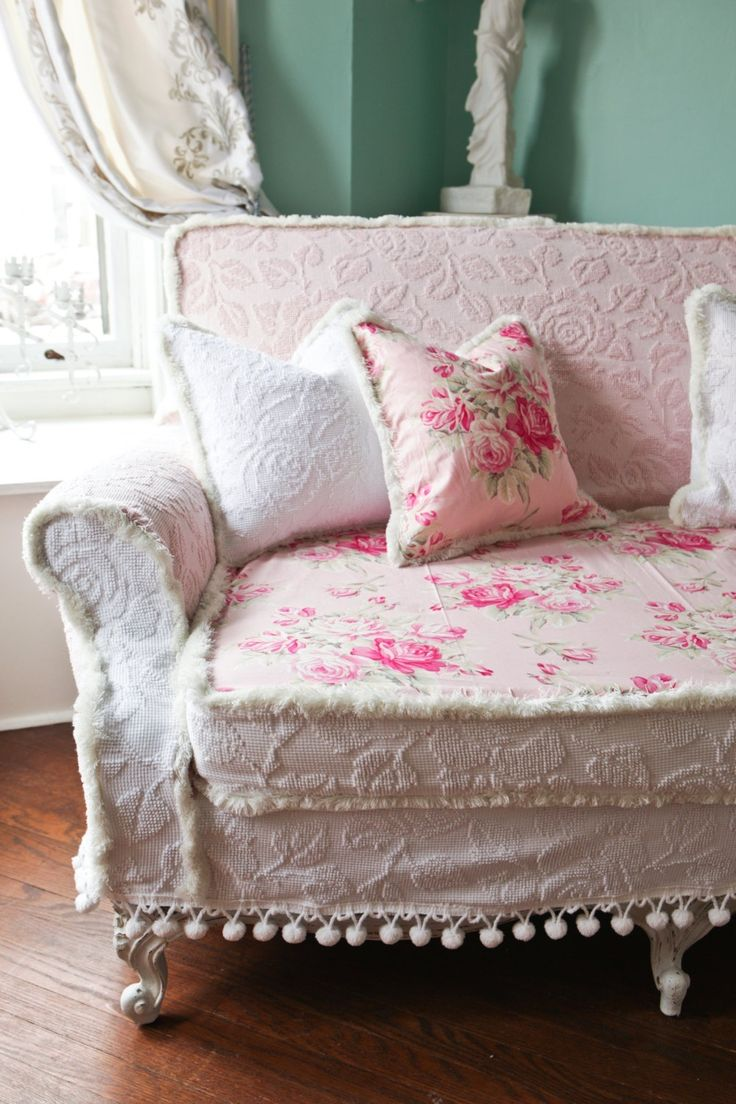 classy pink shabby chic sofa shabby cottage chic pink linen tufted french style home interior. Black Bedroom Furniture Sets. Home Design Ideas