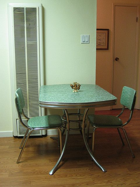 Vintage dinette sets kitchen tables and chairs ideas for Retro kitchen table and chairs