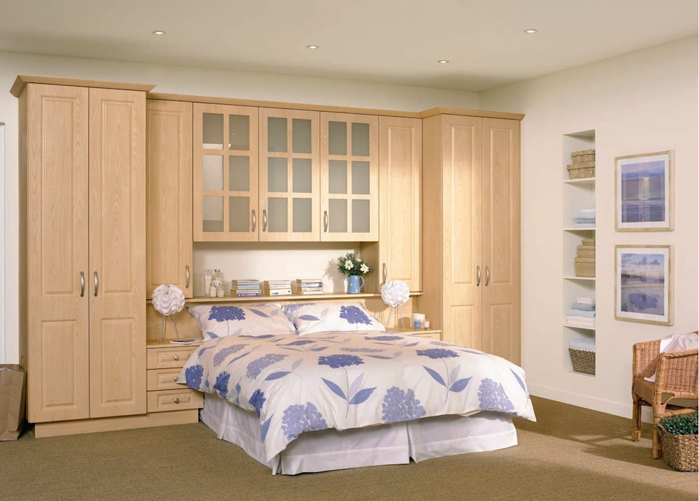 Modern high gloss fitted bedroom furniture combines glossy for Fitted bedroom ideas for small rooms
