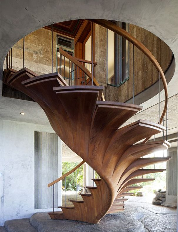 Spiral Staircases Make Optimum Use of Space