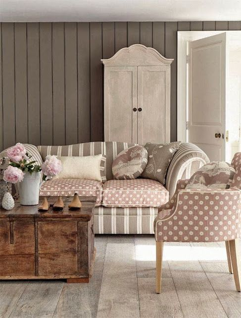 Tessuti Stile Shabby Chic.Shabby Chic Sofa French Style With Coffee Table Arrangement