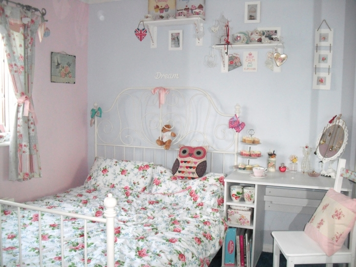 Beautiful Shabby Chic Bedroom Ideas Within Layezee Shabby Chic Bedroom Image
