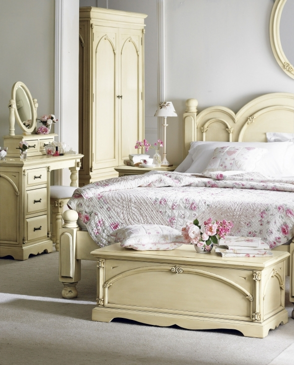 Classy Shabby Chic Bedroom Ideas Regarding Shabby Chic Master Bedroom Design Photo