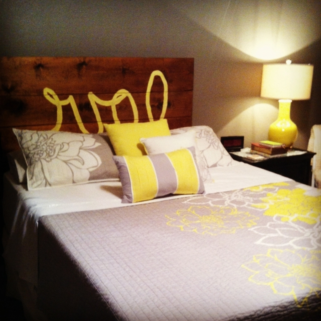 Lovely Wood Headboard Designs With Dark Brown Color And Comfy Pillows Also Cute Desk Lamp Pic