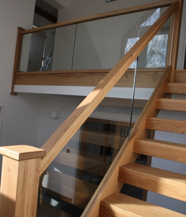 Oak Staircase Design Decoration Using Solid Light Oak Wood Handrail Pic