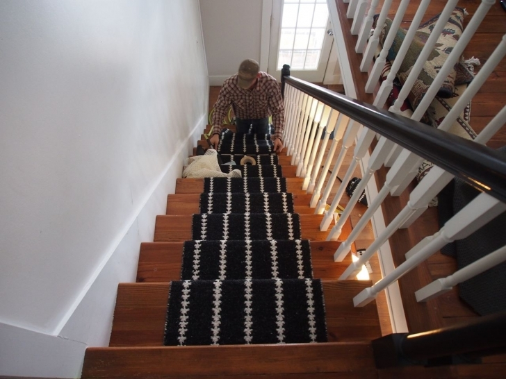 Oak Staircase Design With Light Oak Wood And White Wood Staircase Baluster Images