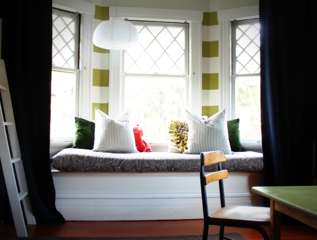 Peaceful Contemporary Window Treatments For Bay Windows With Moder Curtains Image